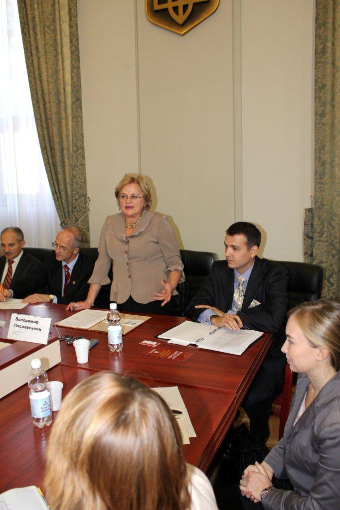 Iryna Kliuchkovska, moderator of the Round Table about International Education